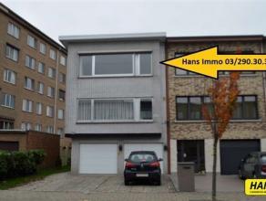 Mooi appartement van 70m² met 2 slaapkamers, garage en aparte berging. Indeling: Inkomhal van 6m² op tegels. Leefruimte van 30m² op teg