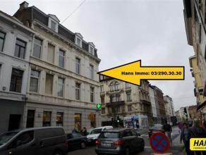 Appartement van 75m² met 1 a 2 slaapkamers op de 2de verdieping in een gebouw van 3 hoog. Indeling: Leefruimte van 26m² op parket. Keuken va