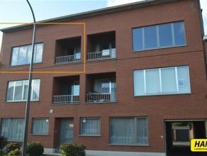 Prachtig gelegen appartement van 103m² met 2 slaapkamers en terras op de 2de verdieping in een gebouw van 2 hoog zonder lift.  Dit leuk apparteme