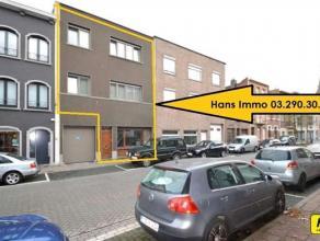 Gerenoveerde rijwoning (zonder garage) met 4 a 6 slpks., terras, burelen of praktijkruimte (40m²)  met een bew. opp. van 225m² op een percee