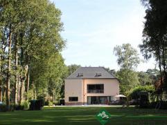 * Moderne recent volledig heropgebouwde villa met verwarmd buitenzwembad op ca.4300m² gelegen op een rustige ligging.* Gelijkvloers (187 m2): ink