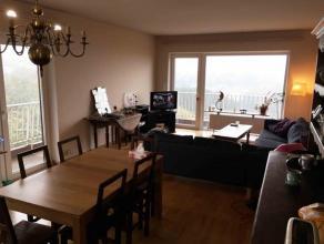 Spacieux appartement 3 chambres à Bois de Breux, offrant une vue panoramique sur la région. En très bon état, il dispose d