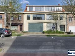 Woning gelegen in zeer rustige en residentiële buurt vlakbij uitvalswegen richting Antwerpen en Brussel. Overal dubbele beglazing! Centrale verwa