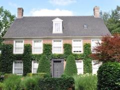 Karaktervol Engels landhuis Grondoppervlakte : 1.939 m² Perceelsbreedte: 30 m Gevelbreedte: 21 m Geveldiepte: 11,40 m Oriëntatie: Zuid - Wes