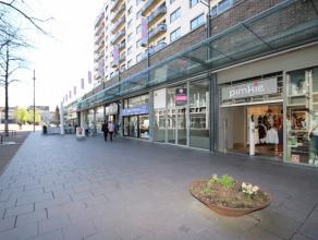 Gerenoveerde handelspand te huur op de zeer welvarende winkelstraat Sint Martinusplein 21 te Genk.Dit pand ligt vlak naast het Sint Martinusplein, tus