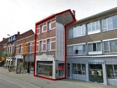 Uiterst goed gelegen handelsgelijkvloers in het centrum van Ekeren/Mariaburg. Ingedeeld als volgt:Handelsgelijkvloers ca 140m² met achteringang e
