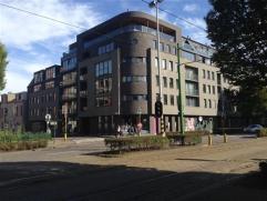 Ruim, luxueus hoekappartement met 3 slaapkamers. Het appartement is centraal gelegen nabij het Koning Albertpark en op een steenworp van het stadscent