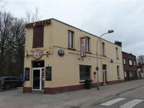Dit alom bekende café Den Jogger, gelegen op een toplocatie in Brasschaat zoekt een nieuwe eigenaar/uitbater! Op het gelijkvloers vinden we het