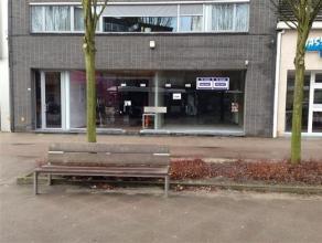 Ruim handelspand op commerciële ligging in het centrum van Brasschaat. Inclusief parkeerplaats achteraan aan het pand. Het handelspand is reeds v