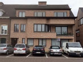 Zeer ruim gelijkvloers appartement van 196m², in het hartje van Brasschaat, met tuin & dubbele garagbox te huur. Indeling: inkomhal, grote le
