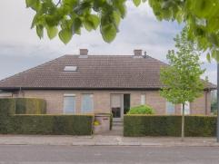 GEDETAILLEERDE INFORMATIE + AFMETINGEN VINDT U OP www.vastgoed03.be Deze zeer goed onderhouden villa (BJ 1990)  is gelegen in een zeer rustige woonwi
