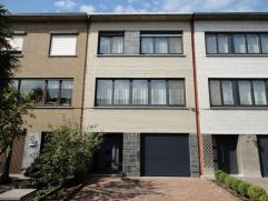 In een rustige woonwijk vindt u deze perfect onderhouden woning welke werd opgericht met duurzame materialen. Na verschillende recente investeringen z