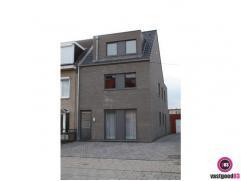 In het centrum van Hoevenen vindt u dit nieuwbouw appartement met groot terras. Het appartement bevindt zich op het gelijkvloers en is ingedeeld als v