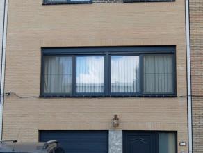 Deze degelijke en instapklare woning, geschikt voor mindervaliden (traplift aanwezig) vindt u in een zeer rustige en kindvriendelijke straat nabij het