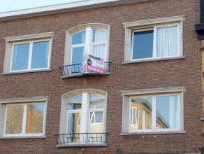 Goed gelegen appartement op de tweede verdieping in een verzorgd gebouw. Het appartement bestaat uit: inkomhal, gezellige living, keuken met toestelle