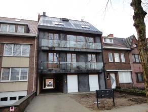 Nabij het centrum van Ekeren en de Oude Landen werd in 2013 dit mooi appartementsgebouw opgetrokken uit duurzame materialen. Belangrijke invalswegen,