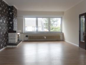 Op deze centrale ligging vindt u dit ruime en verzorgde appartement op de 1ste verdieping. Het appartement is ingedeeld als volgt: Een ruime inkomhal