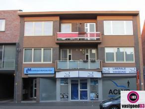 Dit centraal gelegen appartement in het centrum van Kapellen nabij winkels, openbaar vervoer en het Park Van Beaulieu is als volgt ingedeeld: inkomhal