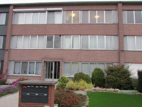 """Dit appartement op de tweede verdieping is gelegen in een rustige woonwijk nabij invalswegen, scholen, openbaar vervoer en het park """"Hof de Bist"""". De"""