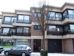 Op de eerste verdieping van dit goed onderhouden gebouw kan u dit ruime appartement met 2 slaapkamers en een autostaanplaats terugvinden. Het appartem