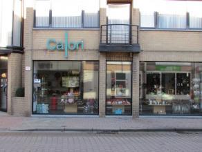 Een kantoor of winkel openen in het centrum van Kapellen ? Dat kan! Deze prachtige winkelruimte van +/- 250 m² bevindt zich pal in het centrum op
