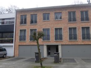 In een heel verzorgd gebouw, nabij de dorpskern van Kapellen bevindt zich dit zich gezellig appartement gelegen op de tweede verdieping en bestaande u
