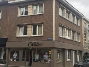 Dit gezellig appartement is zeer centraal gelegen nabij het centrum van Brasschaat, verschillende scholen, winkels, ..... Het appartement wordt moment