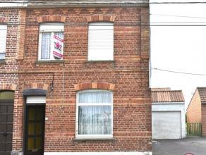 ENORME POTENTIEL pour cette Habitation 3 façades à rénover avec GARAGE et jardin comprenant : Hall, salon, salle à manger