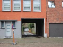 Magazijn in centrum Kapellen voorzien van elektriciteit, verwarming, toilet en kantoorruimte. 120m².