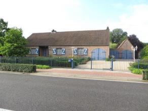 Dit charmant landhuis, op 2.047m² met een ZW-oriëntatie, is gelegen nabij Brecht en Sint-Lenaarts. De woning is ingedeeld als volgt: een ink
