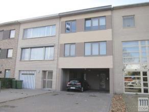 Recent appartement op de 2e verdieping, rustig gelegen nabij het dorp van Brasschaat. Ingedeeld als volgt: inkomhal met apart toilet, leefruimte met e