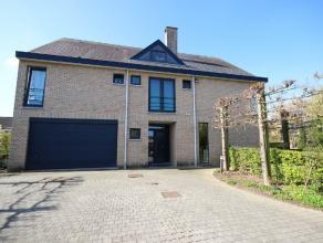 BRAINE L'ALLEUD (Proximité Waterloo) - Villa basse énergie (360m²) dans quartier résidentiel. Composée Au RDC : hall