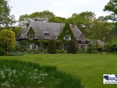 Landhuis in Eclectische stijl gerenoveerd door Axel Vervoordt op een domein van 2,7Ha gerealiseerd door Jacques Wirtz. Dit uitzonderlijk eigendom is g
