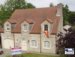 GELIJKVLOERSInkomhal 9m² op Bourgondische dal met ingebouwde kast en gastentoilet met handenwasser. Living 60m² op Bourgondische dal met ope