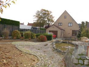 Deze zeer degelijke woning in Ichtegem staat op een perceel van ruim 1600m².  Centraal in de woonkamer van maar liefst 57m² valt meteen de p