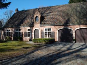 De villa is gelegen op een fantastisch perceel 2441m² op de grens van Schilde met Sint-Antonius en heeft 4 slaapkamers. De ruime leefruimte 42m&s