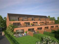 inkomhal, 2 slaapkamers, badkamer, wc, berging, living met open keuken en aansluitend terras met tuin ; kelderberging (18m²) ; mogelijkheid om ga