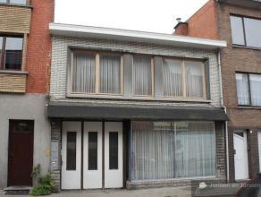 Rendabel opbrengsteigendom in het centrum van Beveren. Bestaat uit 3 verhuurde appartementen. Straatkant gelijkvloers: gerenoveerd 1 slaapkamer-appart
