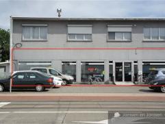 Kantoorruimte of winkel op commerciële ligging. ca 450 m2 met 3parkeerplaatsen. Indeling:Kantoorruimte ca 370 m2Keuken met kasten, spoelbak en va