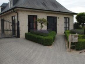 Rustig gelegen villa op een perceel van 600m² Villa gelegen in een rustige buurt in een doodlopende straat, vlak nabij het centrum Indeling: Geli