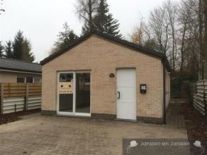Recente stenen chalet met permanent adres te Waesmeer, Tielrode.Uitzonderlijk perceel van 275 m2, met 2 parkeerplaatsen voor de woning en tuin achter
