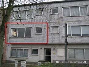 Rustig gelegen appartement op de 1e verdieping INDELINGInkomhalRuime woonkamer op laminaatKeuken met dampkap, koelkast, vuur eventueel zelf te voorzie
