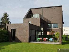 Moderne woning met eigentijdse architectuur Deze moderne woning springt er meteen uit door het ontwerp dat gerealiseerd is door Verdickt en Verdickt a