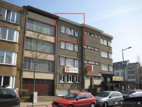 Gezellig appartement op 3e verdieping INDELINGInkomhalWoonkamer (± 22m²) op laminaat met veel lichtinvalIngerichte keuken (± 5,5m&s