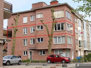 Zeer ruim appartement met 3 slaapkamers nabij centrum Brasschaat Zeer goed gelegen appartement met 3 slaapkamers. Uitzonderlijk veel lichtinval doorda