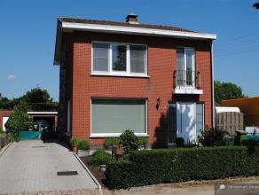 Recent gerenoveerde en perfect onderhouden EGW met 3 slpks Renovatie: 2012K.I.: 700.04 euro ( Klein Beschrijf mogelijk = 5% )Bew. opp.: 150m² Gel
