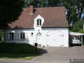 Héél charmante, volledig gerenoveerde villa, met prachtige tuin in rustige en kindvriendelijke residentiële wijk. Dit pareltje valt