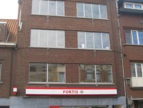 Lichtrijk appartement op de 3° verdieping met twee slaapkamers, terrasje achteraan en een berging op de 4° verdieping.<br /> Op wandelafstand