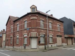 Statige hoekwoning met o.a. een grote gevelbreedte (ca. 15x18m), riante living, garage, mooie binnenkoer, 2 badkamers, 7 slaapkamers (waarvan 3 doorlo