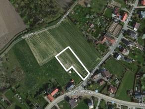 Deze bouwgrond voor een open bebouwing meet ca. 16,73 are.  Hij is gelegen op de hoek van de Meenselstraat en de Parijsstraat (rechts van huisnr. 29).
